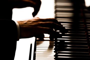 Piano hands 01